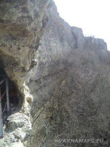 """Скален манастир """"Петрича"""" - поглед отгоре"""