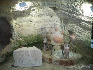 """Музей """"Калиакра"""" - различни по размер амфори"""