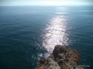 """Слънчевата пътека в морето от скалите до """"Арката на 40-те девойки"""" на нос Калиакра"""