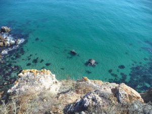 Изглед към морето от входа на пещерата по маршрута нос Калиакра - залив Болата