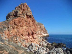 Красиви скални образувания в залив Болата