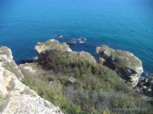 Камен бряг - неповторимите скални форми край морето