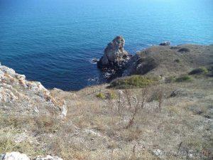 """Резерват """"Яйлата"""" - изглед към морето от комплекса със скални жилища до резервата"""