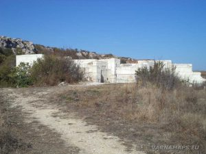 """Резерват """"Яйлата"""" - крепостната стена - далечен изглед"""