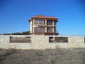 Камен бряг - къщата, край която започва маршрута