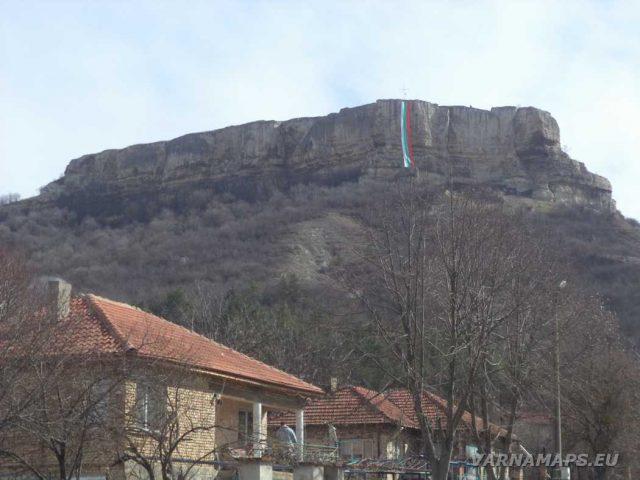 Петрич кале - изглед към крепостта от Разделна
