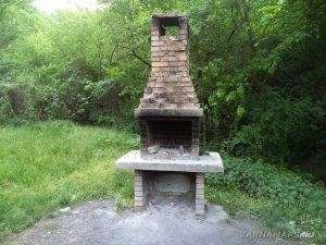Крепост Овеч - място за пикник под крепостта - барбекю