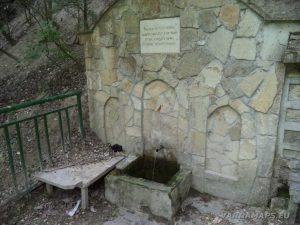 Крепост Овеч - място за пикник под крепостта - чешма