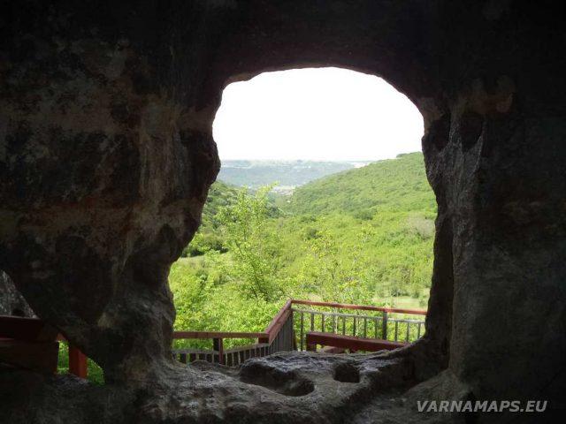 Скален манастир Свети Георги - изглед от манастира