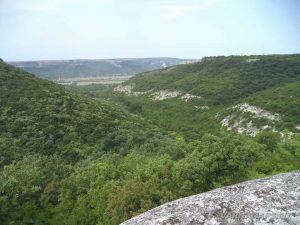 Скален манастир Свети Георги - поглед от светилището към низината