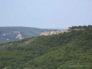 Скален манастир Свети Георги - изглед от тракийско светилище