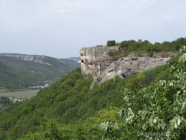 Скален манастир Шашкъните - поглед отстрани