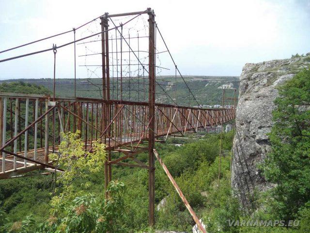 Скален манастир Шашкъните - метален мост