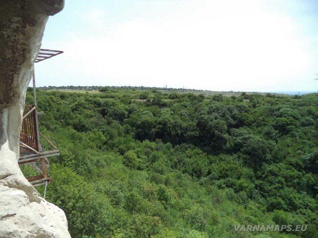 Скален манастир Шашкъните - поглед от отвора