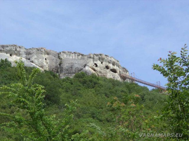 Скален манастир Шашкъните - погледнат от Провадия