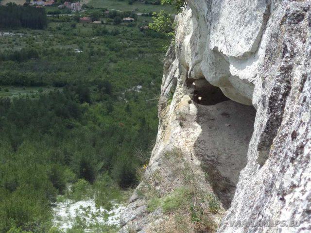 Голямото було - скален манастир