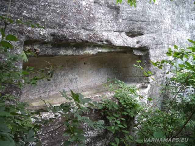 Кирека - средновековна гробница - скален олтар