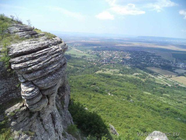 Мадарско плато - изглед към Мадара
