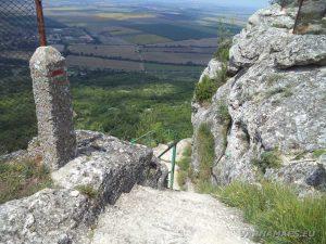 Мадарски конник - края на стълбите за Мадарското плато