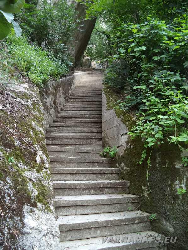 Мадарски конник - стълбите към пещерите