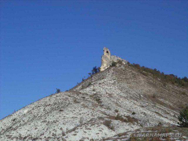 Пробитият камък - погледнат от гората