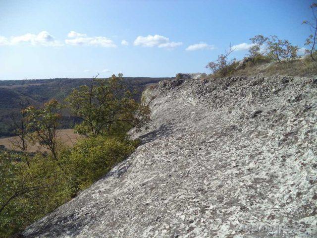 Пробитият камък - мястото за качване на скалата