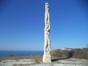 Калиакра - обелиск 40-те девойки