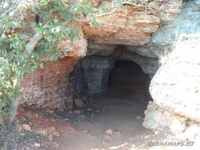 Резерват Яйлата - малка пещера
