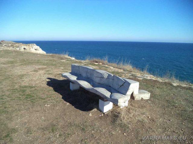 Екопътека Тюленово - пейки край селото