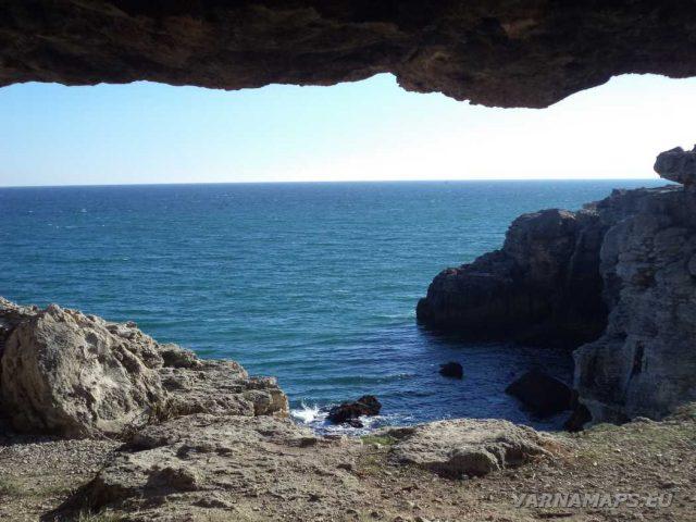 Екопътека Тюленово - поглед от пещерата