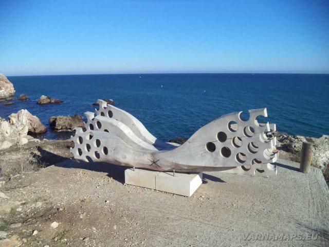 Екопътека Тюленово - итнересна пейка над рибарския пристан