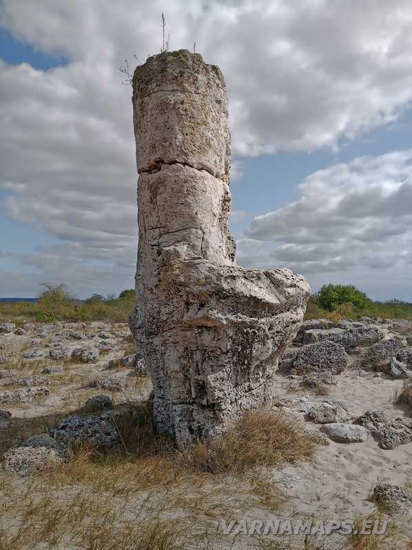 Побити камъни - каменен трон