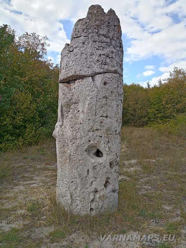 Побити камъни - самотната кула