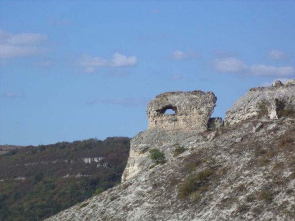 """Скален комплекс """"Пробитият камък"""""""