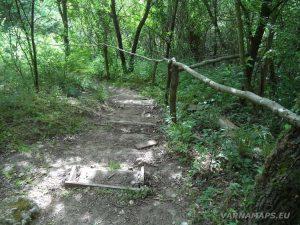Екопътека Кара пещера - пътеката към манастира