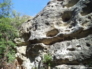 Скален манастир Монасите - скалите край манастира