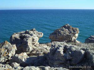 """Екопътека """"Тюленово"""" - красивите скали край малката пещера"""