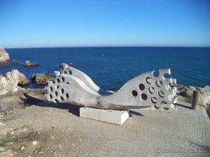 """Екопътека """"Тюленово"""" - карисва дървена фигура над рибарския залив"""