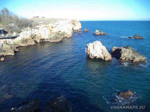 """Екопътека """"Тюленово"""" - панорамен изглед от скалите над залива"""