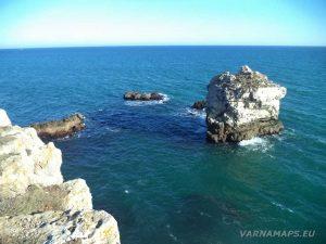 """Екопътека """"Тюленово"""" - красива самотна скала в морето"""