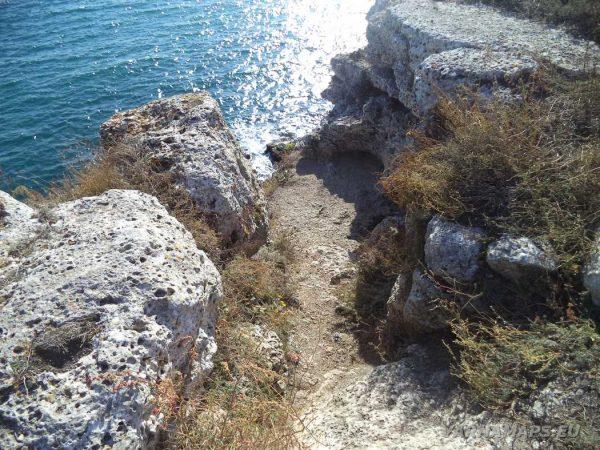 Резерват Яйлата - красивата пътека към скалното жилище