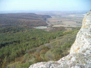 Изглед от скалите на местност Бобата