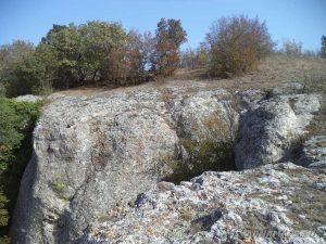 На скалите в местност Бобата, край праисторическото селище
