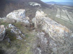 Венчанско кале - скалите над параклиса