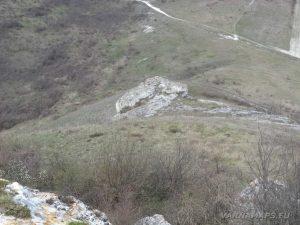 Венчанско кале - изглед от платото над скалния параклис