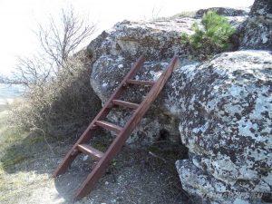 Венчанско кале - дървена стълба за изкачване до параклиса