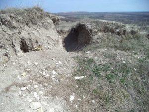 Венчанско кале - разкопаната Вълчова могила