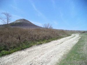 Венчанско кале - пътя за хълма край Венчан
