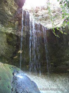 Равненски водопад - поглед отстрани