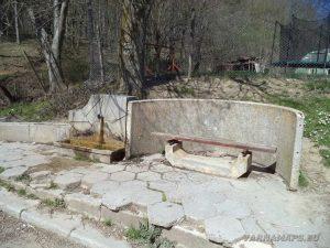 Селска чешма край село Горен чифлик - началото на маршрута към водопад Орлов камък